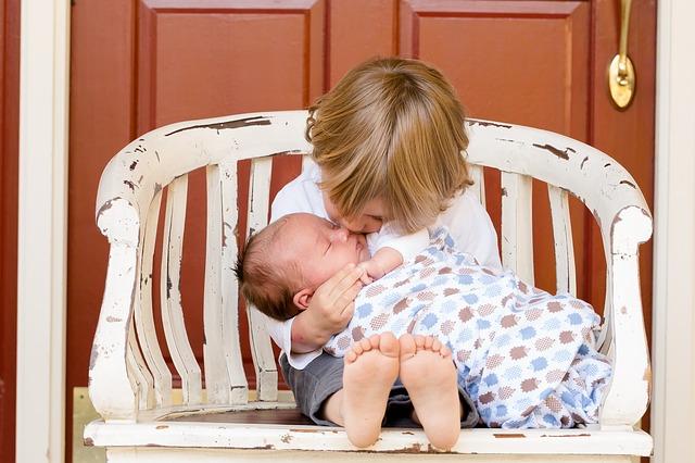2人目出産後の上の子の保育園送迎はどうする?